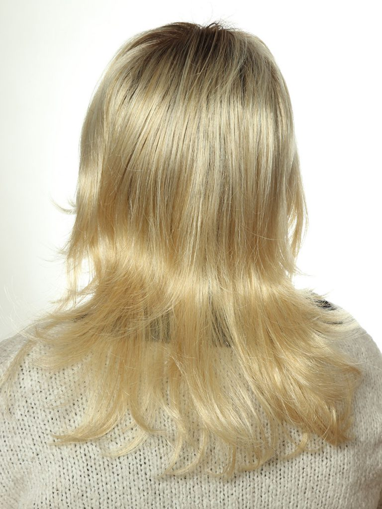 blonde Perücke, mittellange Haare von Gisela Mayer