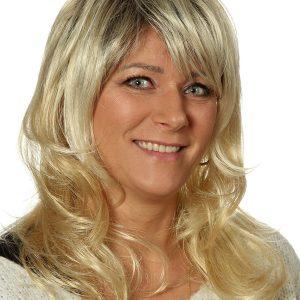 Perücke blond, mittellange Haare von Gisela Mayer